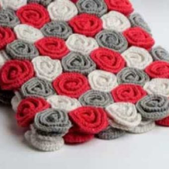 Free Crochet Rose Blanket Pattern : Crochet a Rose Flower Patterns Hub