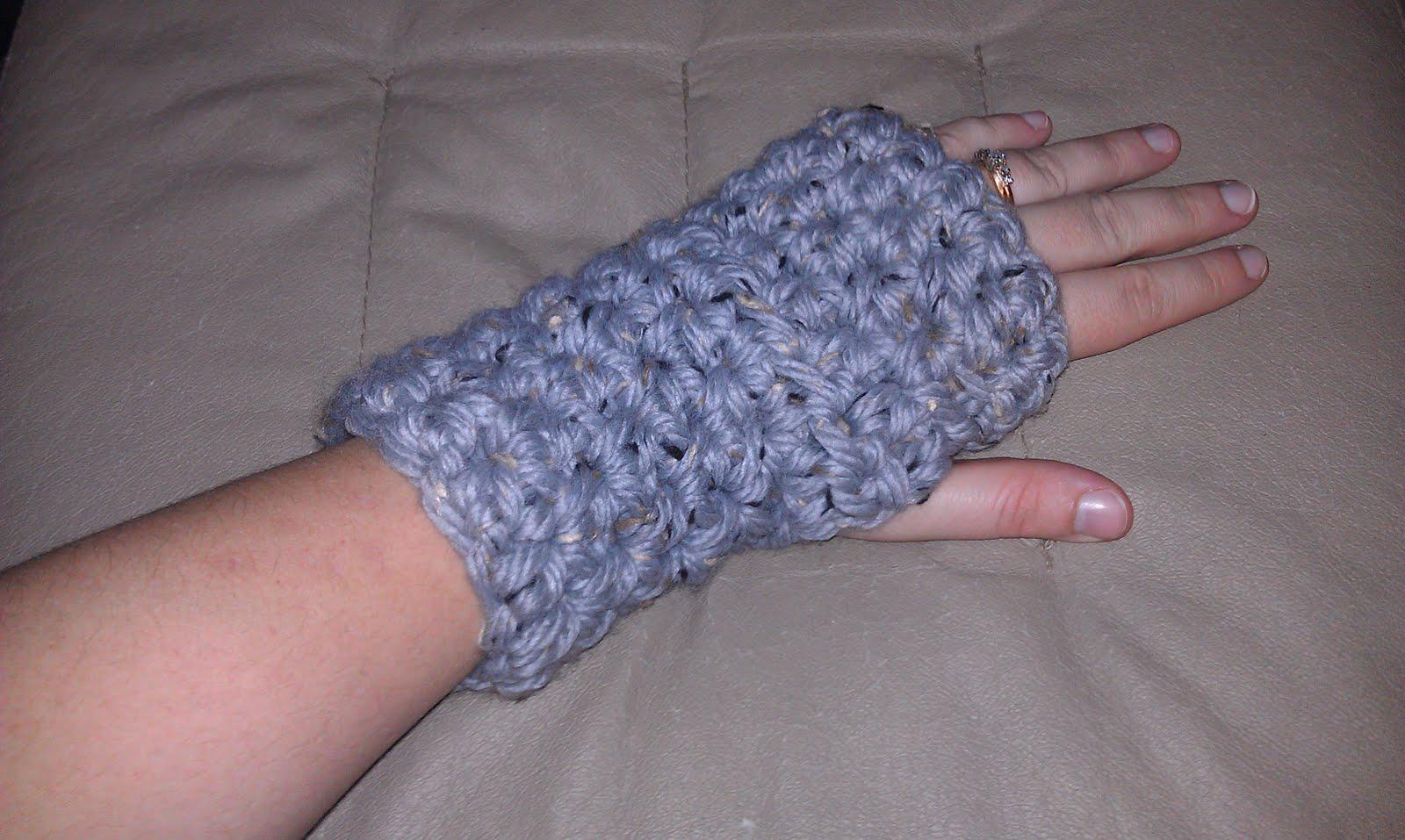38 colorful fingerless gloves crochet patterns patterns hub fingerless gloves crochet pattern bulky yarn bankloansurffo Images