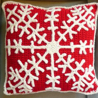 Crochet Snowflake pPillow Pattern
