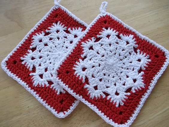 Easy Crochet Christmas Tree Skirt