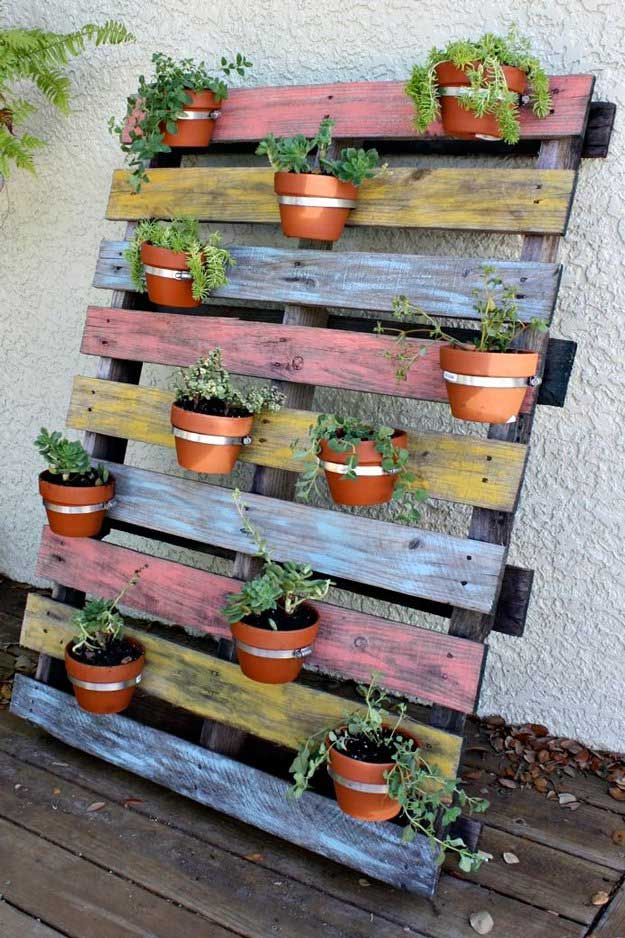 How to make a wood pallet planter 42 diy ideas - Maceteros con palets ...