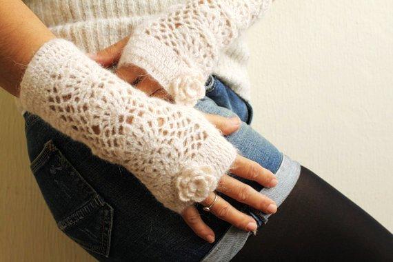 38 Colorful Fingerless Gloves Crochet Patterns - Patterns Hub