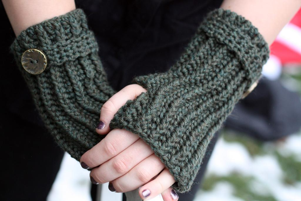 Crochet Fingerless Gloves Picture Tutorial : 38 Colorful Fingerless Gloves Crochet Patterns ? Patterns Hub