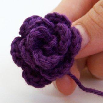 crochet a tiny rose