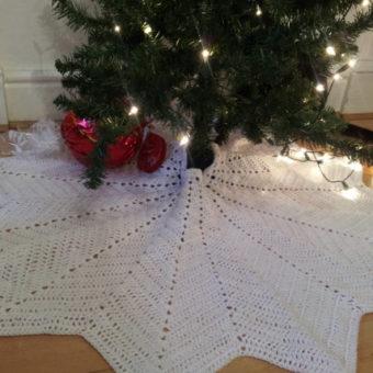 Crochet Snowflake Tree Skirt Pattern