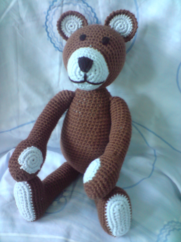 Free Amigurumi Crochet Bear Pattern, Brown and Blue Colored - Free ... | 800x600