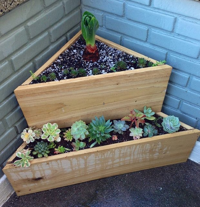 Wooden Planter Ideas: How To Make A Wood Pallet Planter?