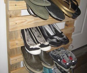 shoe rack out of pallet