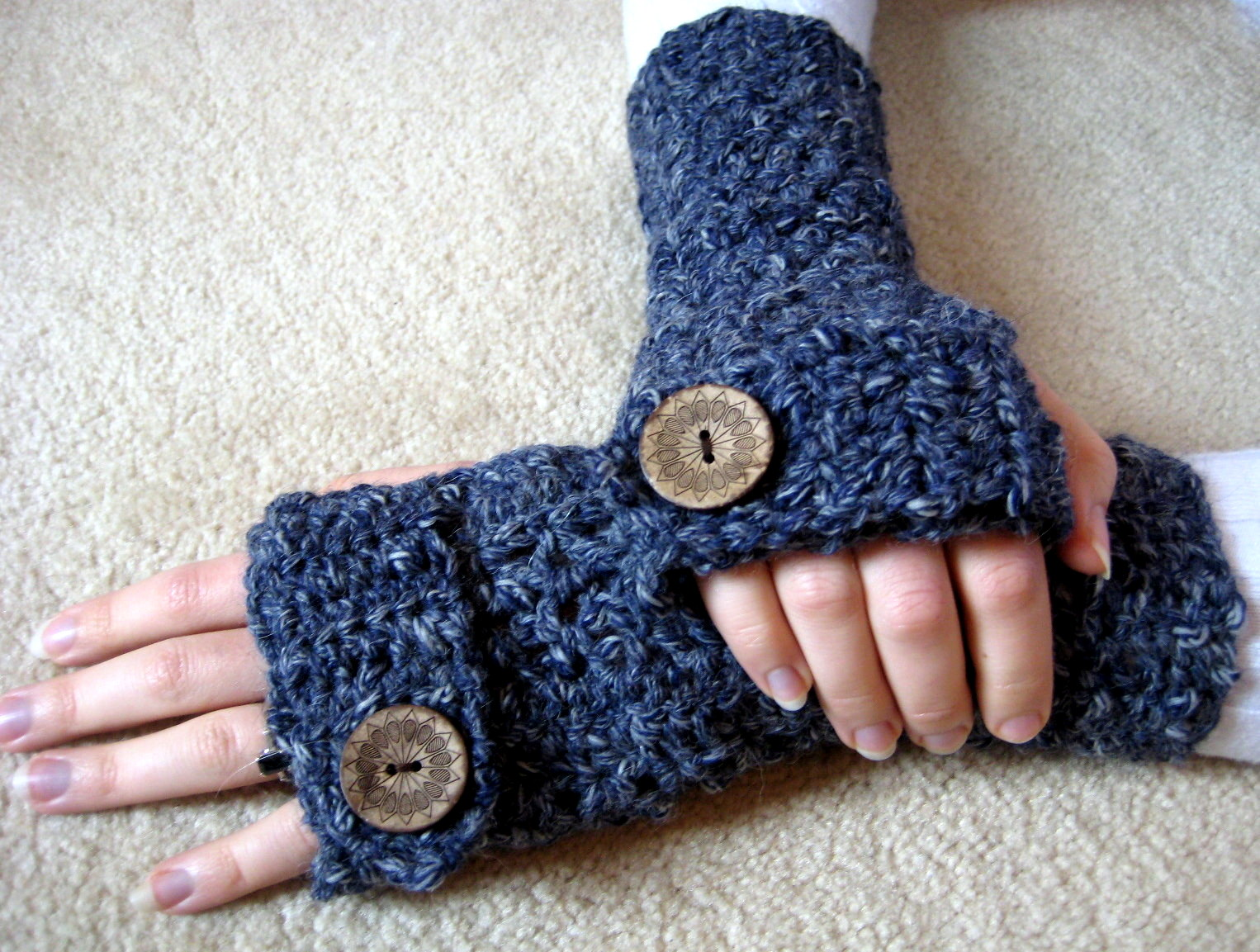 38 Colorful Fingerless Gloves Crochet Patterns - Patterns Hub