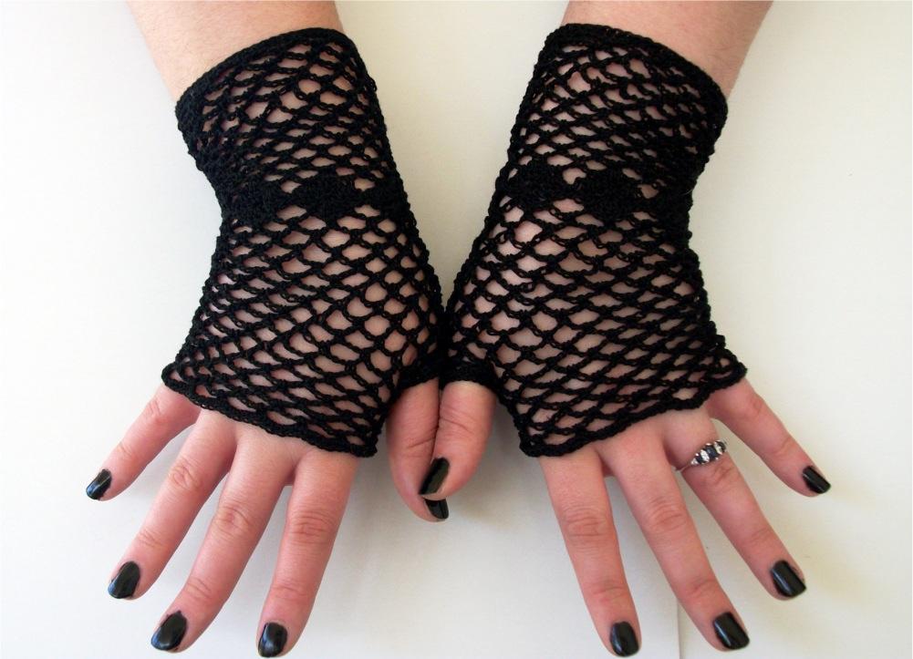 38 Colorful Fingerless Gloves Crochet Patterns